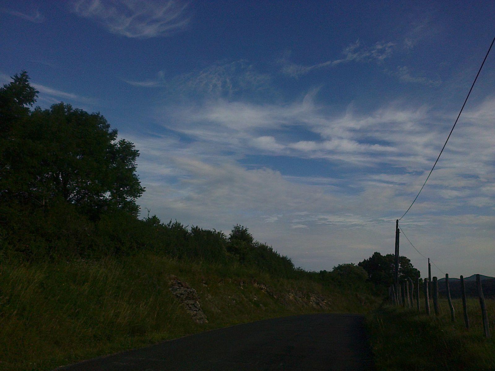 Coté sud c'est encore du soleil, coté nord les nuages arrivent déjà
