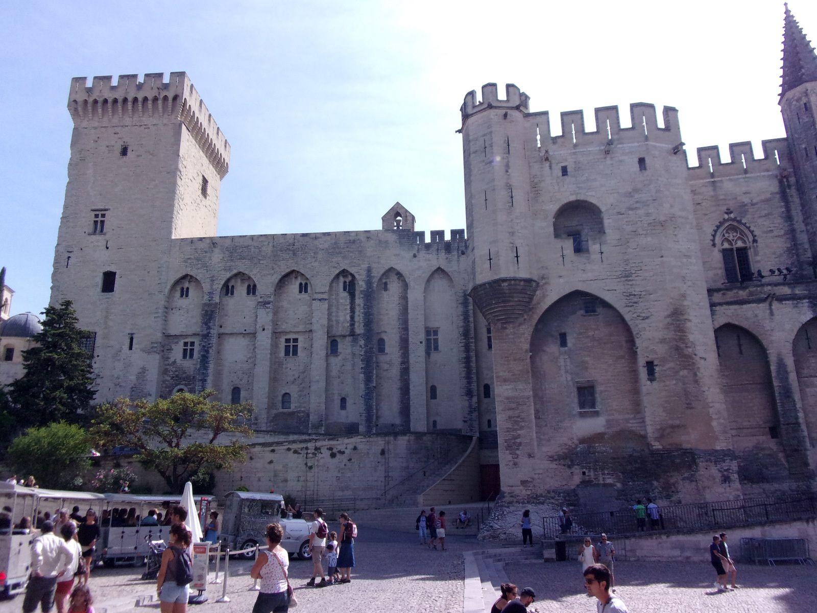 Avignon, son Palais des Papes et son Pont