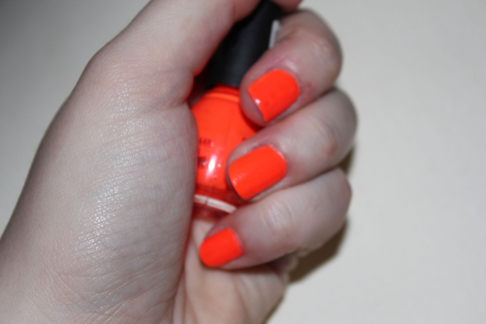 Le vernis de la semaine : orange fluo, Sinfulcolors