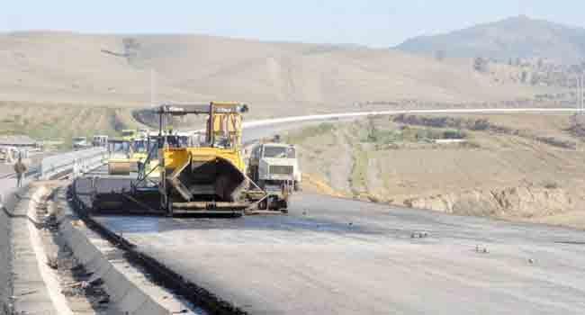 Des propriétaires terriens bloquent les travaux de la pénétrante Béjaia-autoroute Est-Ouest .