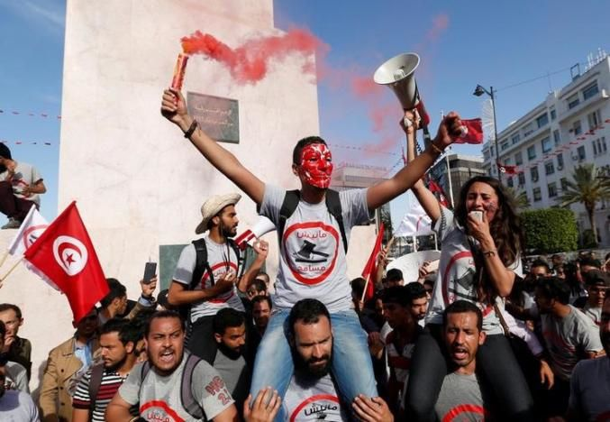 Reuters - Thousands of Tunisians march against corruption amnesty law