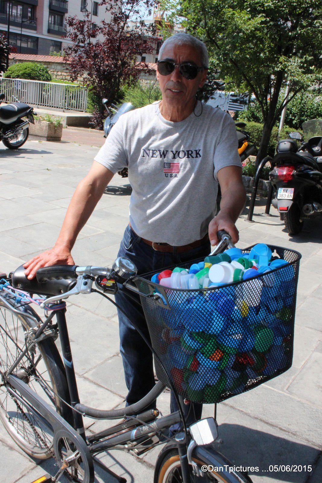 Bouchons collectés et vendus au profit des handicapés. Bouchons nous !