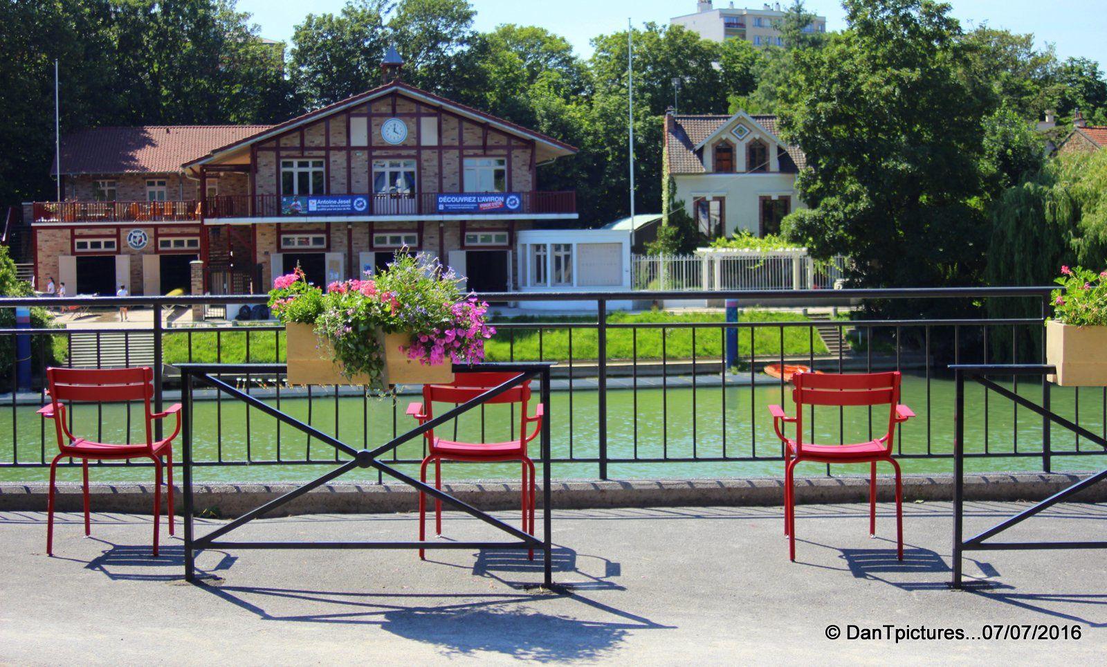 Joinville-le-Pont : En v'la des chaises en v'la...