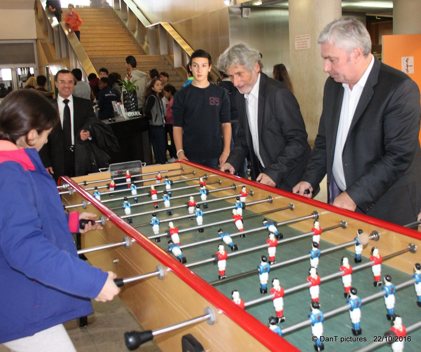 A Joinville-le-Pont, le baby foot a ses champions .