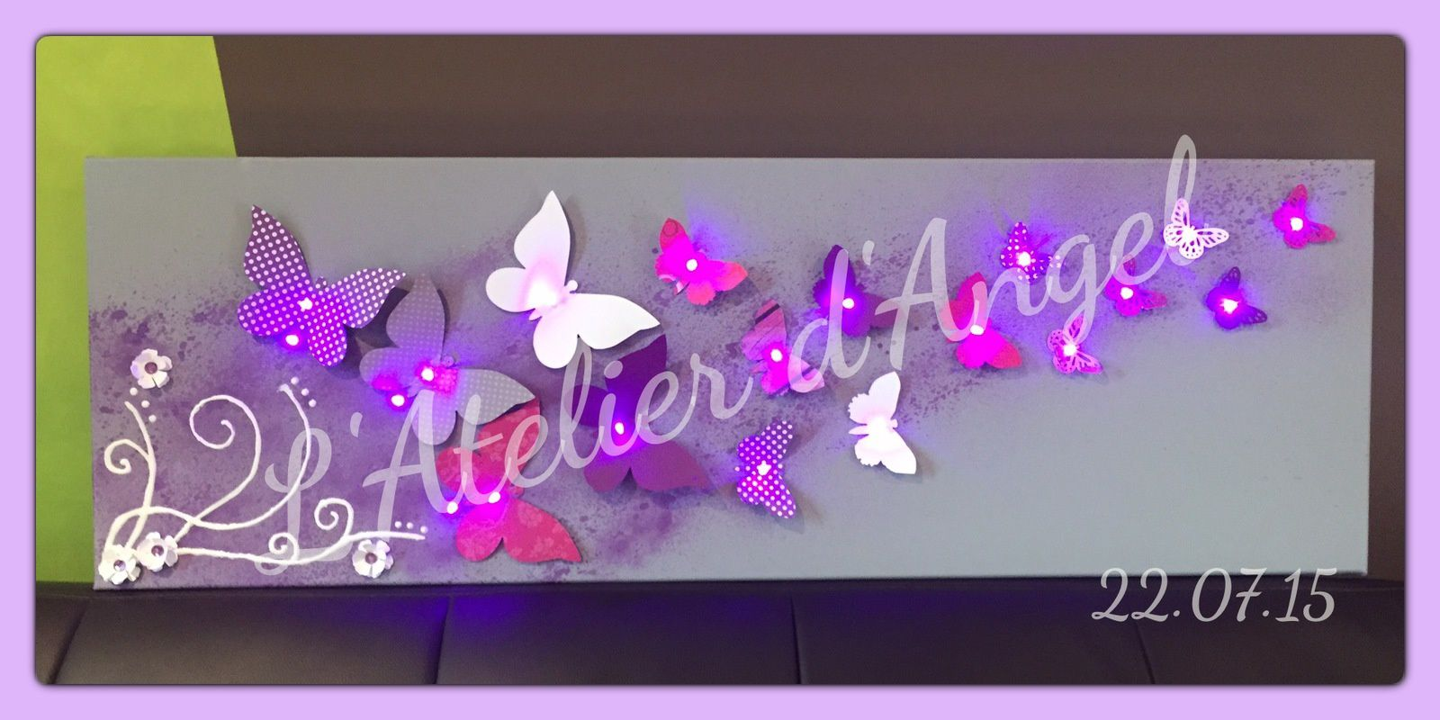 Toile Lumineuse Envolée de Papillon Violet, rose et gris