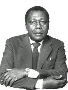 Mongo BETI, écrivain franco-camerounais (1932-2001).