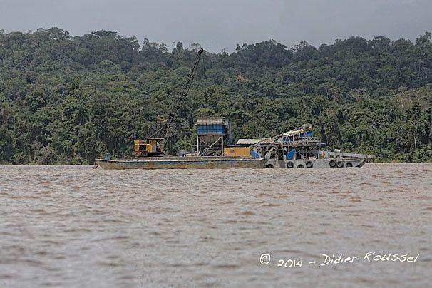 Barge de sable - Maroni.