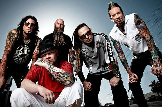 Concert entier de 5 FINGER DEATH PUNCH au Reading festival