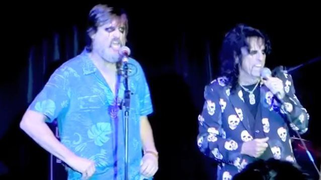 Jim Carrey chante &quot&#x3B;No more Mr Nice guy&quot&#x3B; avec ALICE COOPER