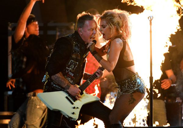 Metallica &amp&#x3B; Lady Gaga - 'Moth Into Flame' aux GRAMMYS 2017!!!