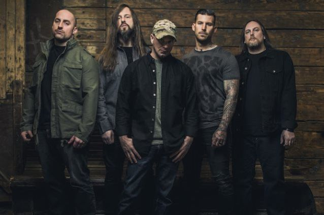 Nouvelle lyrics video de ALL THAT REMAINS &quot&#x3B;Halo&quot&#x3B;