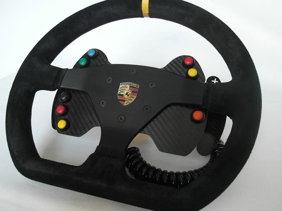 Button plate pour volant Porsche chez NSH Racing