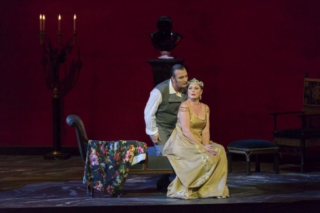 Tosca - Audi pour lui seul à Paris, Puccini pour tous à Liège.