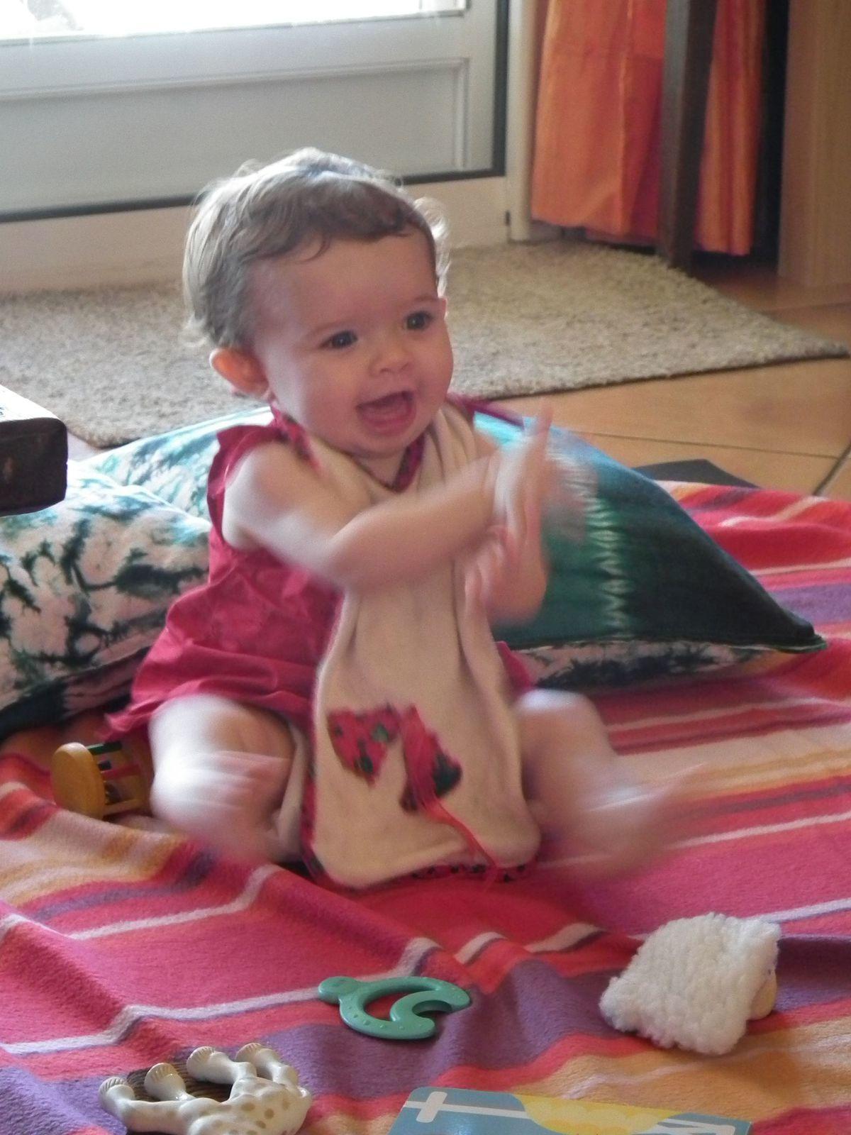 Quand Madonie ouvre son 1er cadeau pour Noël!