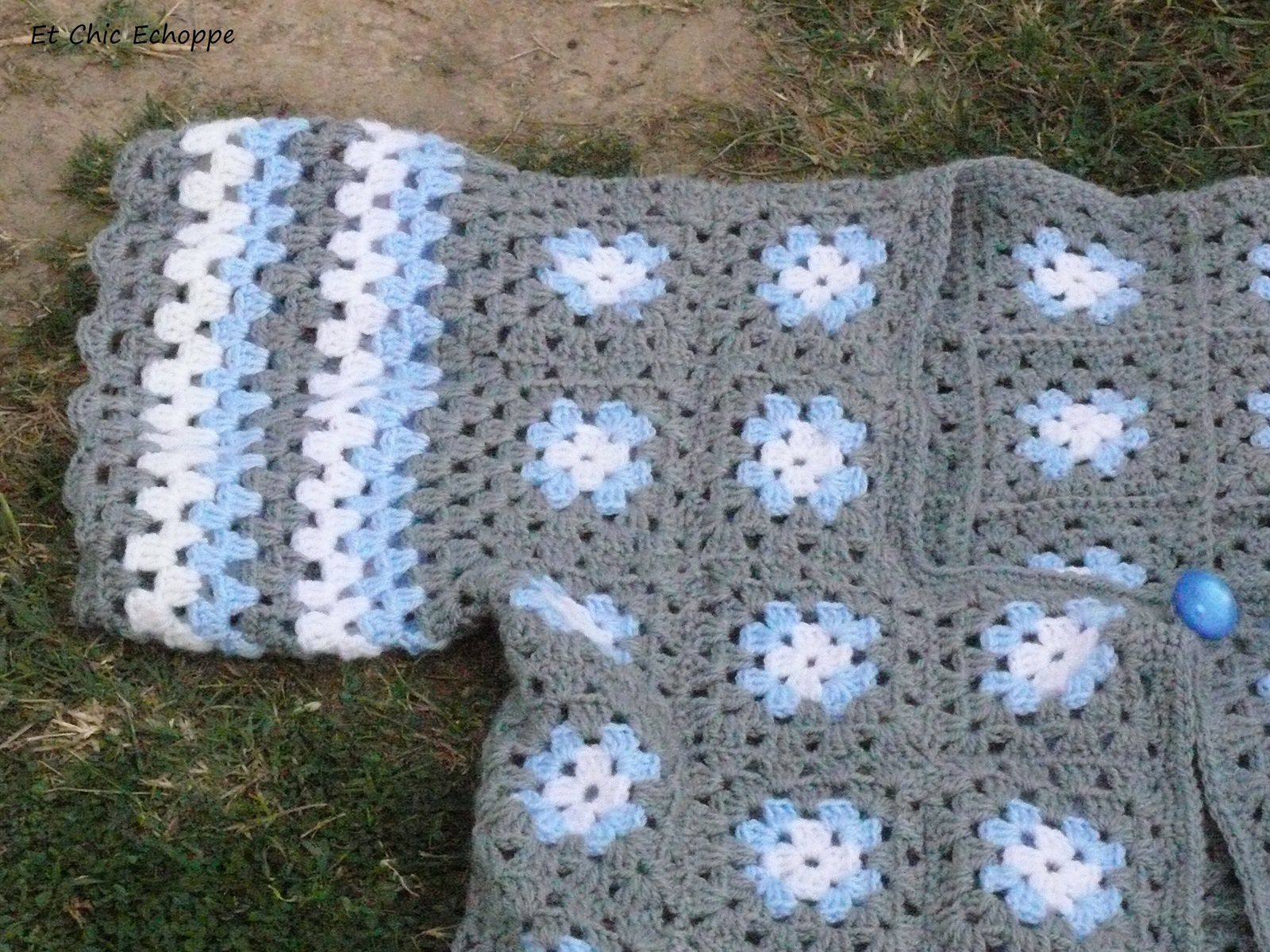 Gilet granny gris,bleu et blanc