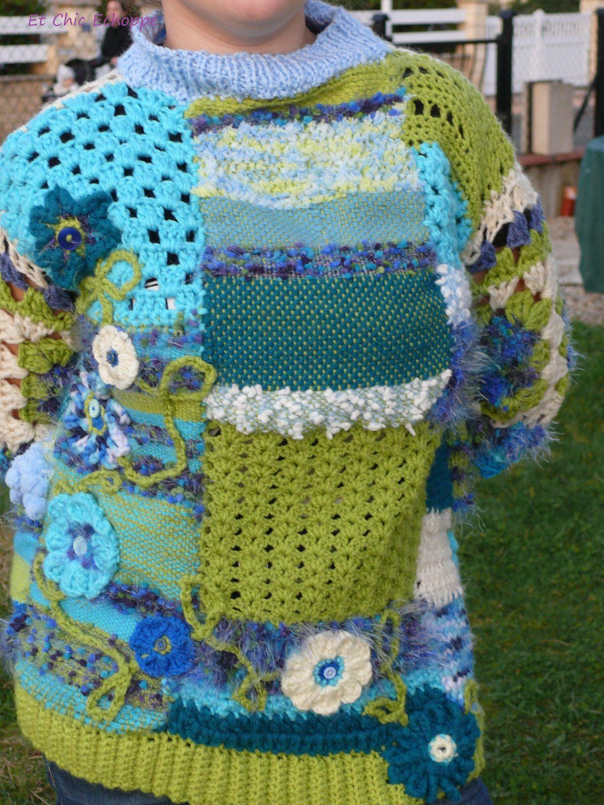 Pull turquoise-blanc et vert : 100 euros