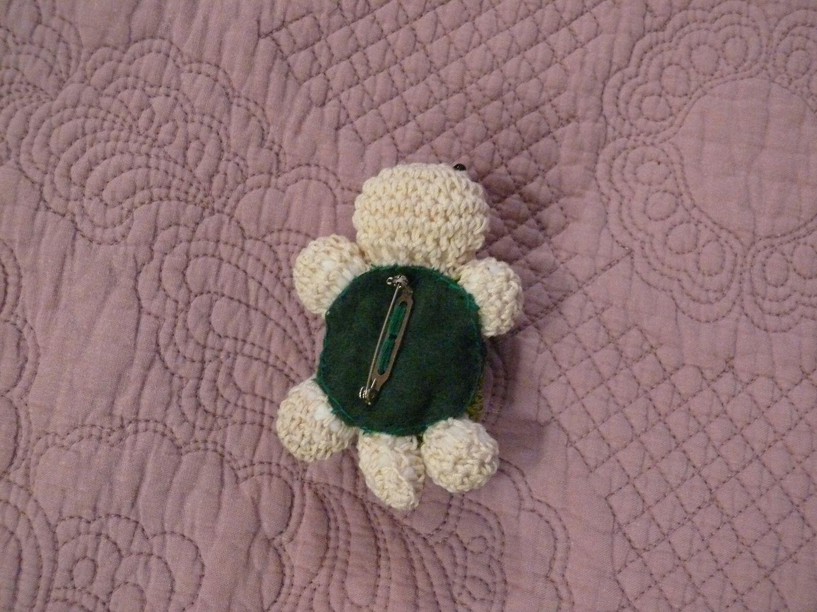 broche tortue au crochet : 13 euros