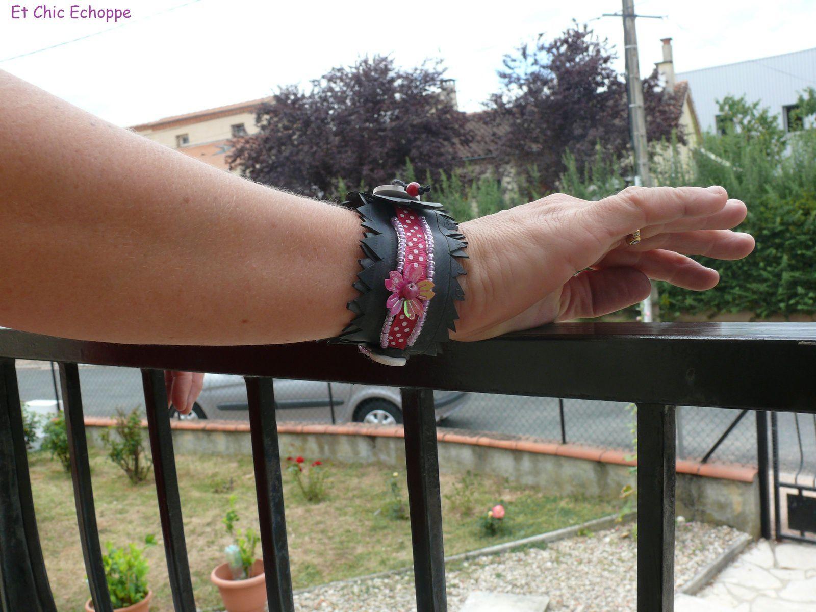 Bracelet manchette en chambre à air et rose