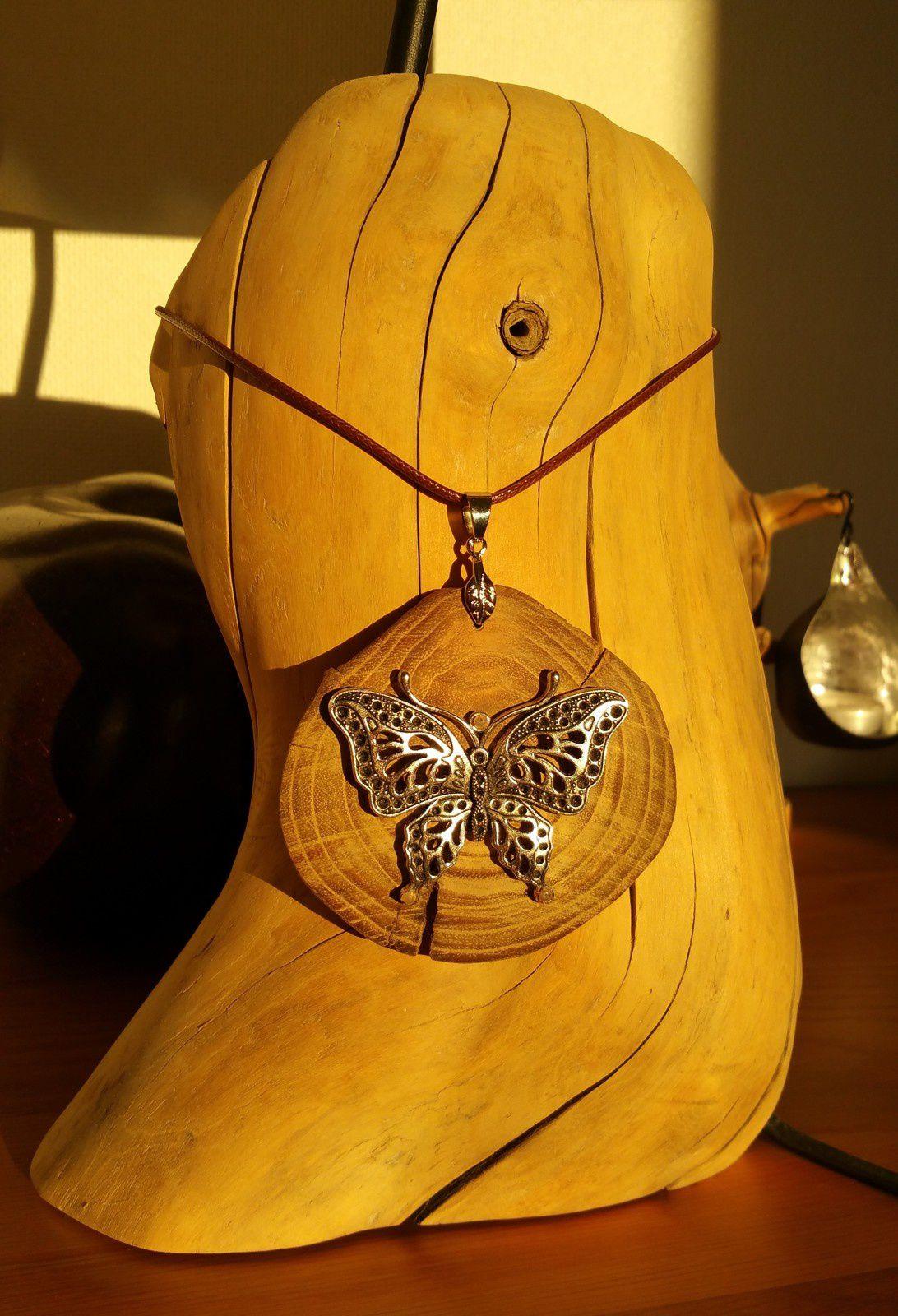 Toujours des bijoux en bois flotté !