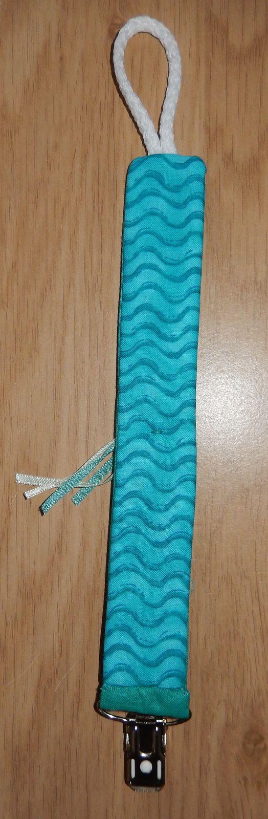 une attache sucette turquoise des mers mes cr ations de point de croix patchwork crochet. Black Bedroom Furniture Sets. Home Design Ideas