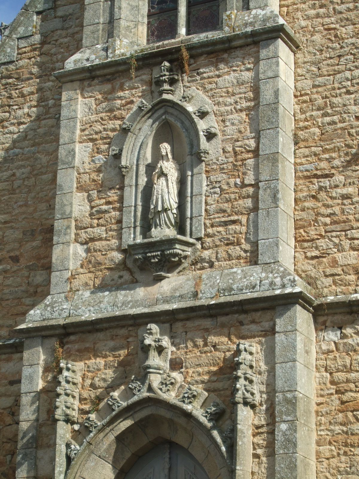 La chapelle Notre Dame-de-Lourdes et l'église Saint-Sauveur d'Auray