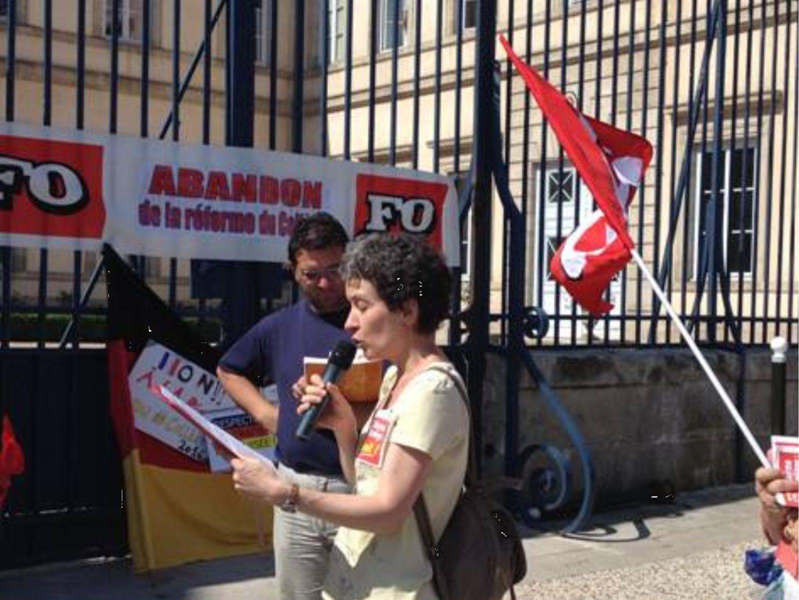 A l'appel du SNFOLC, SNETAA FO, SNES-FSU, SNEP-FSU, CGT-Educ'Action, SUD-Education, Grève le 11 juin pour l'abrogation du décret sur la réforme du collège Rassemblement devant la préfecture du Puy