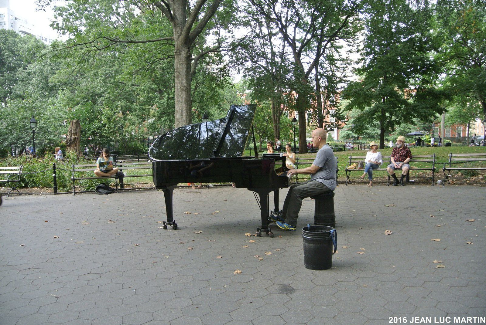 UN PIANISTE DE JAZZ A WASHINGTON SQUARE