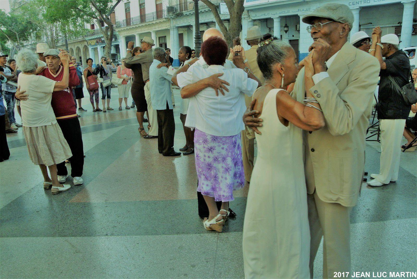 PIQUETE TIPIC CUBANO ET SES DANSEURS A LA HAVANE LE 16/02/207