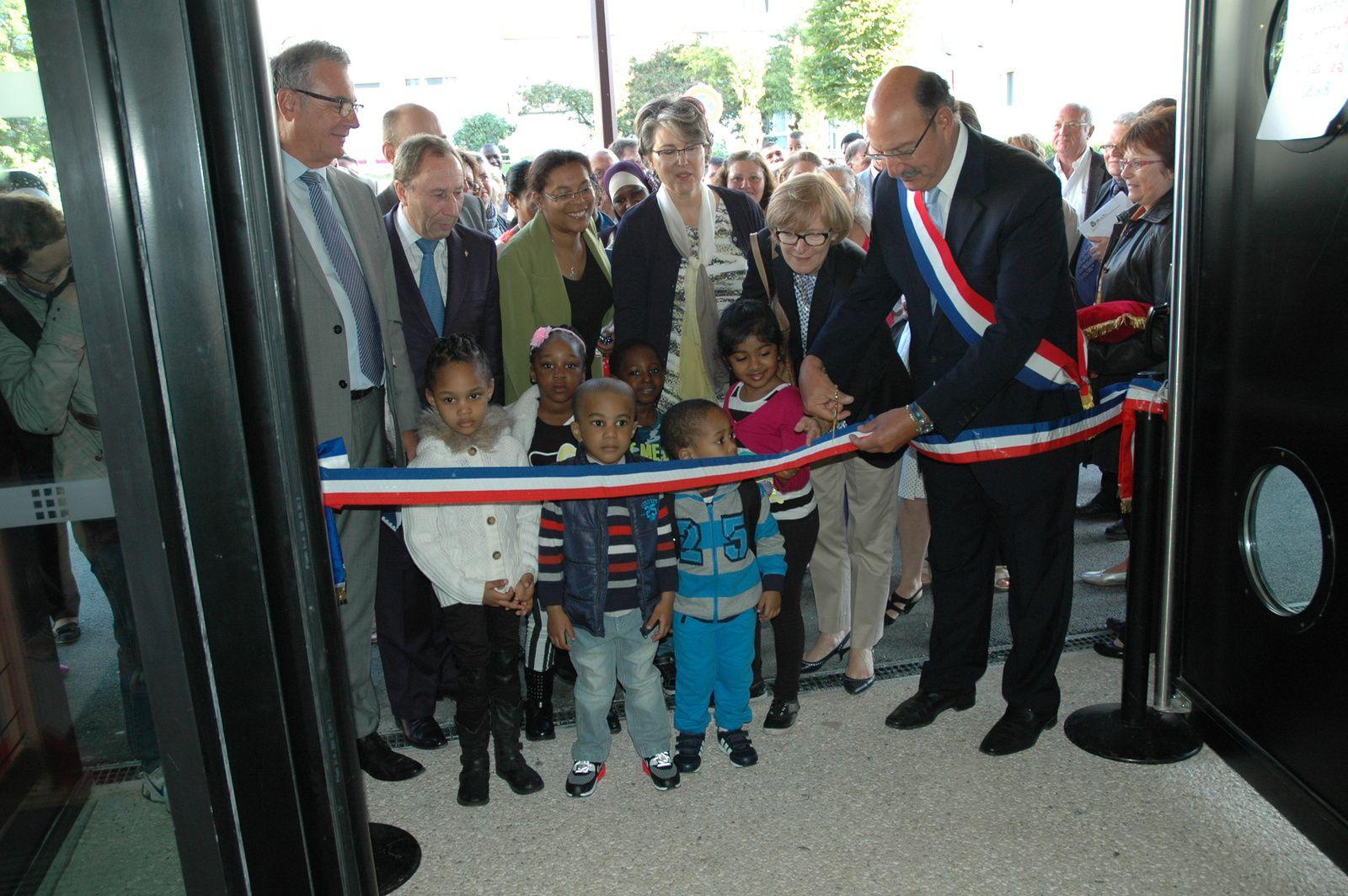 Inauguration des écoles Albert Camus et Téophile Gautier