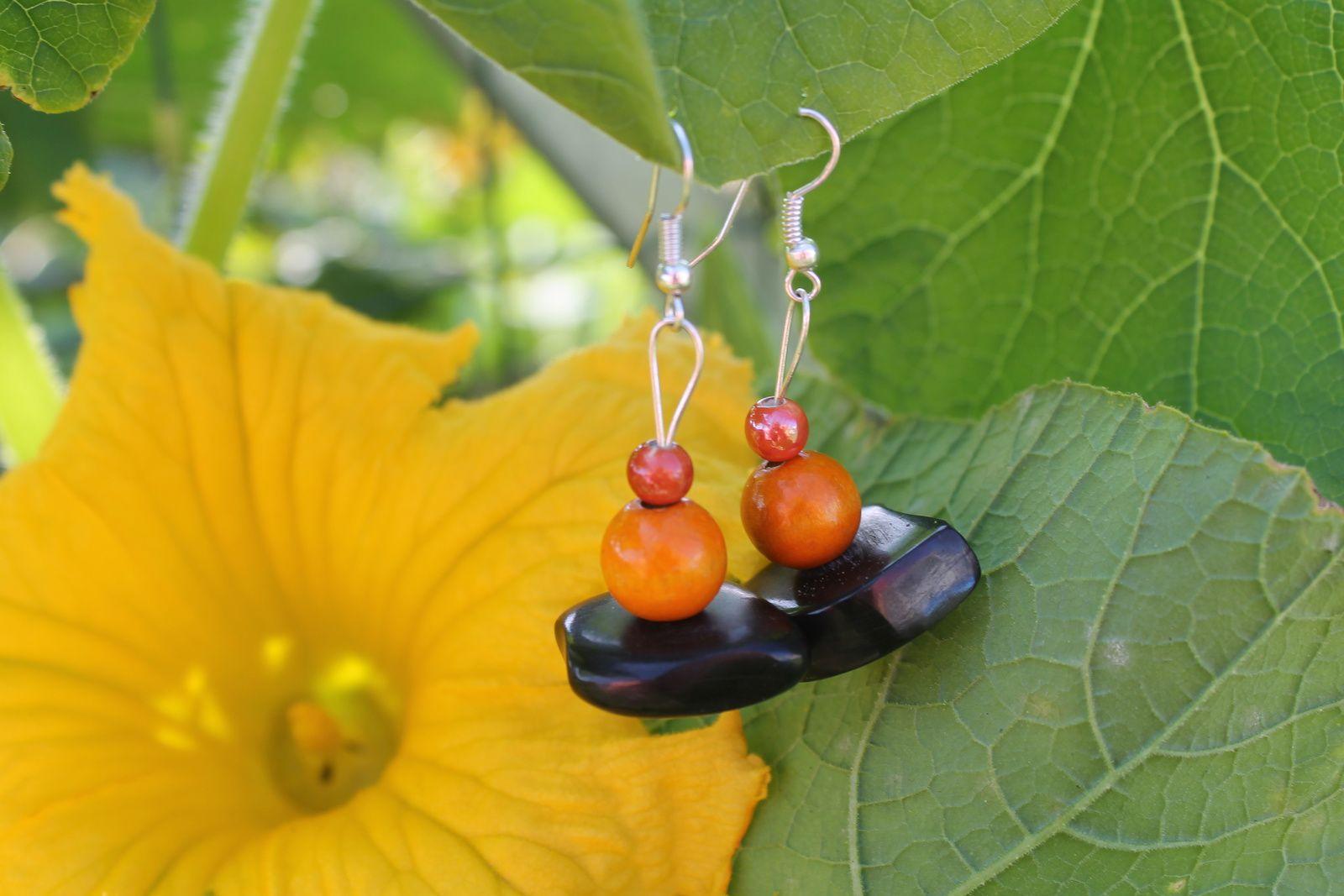 Quelques pierres naturelles et des perles en bois...