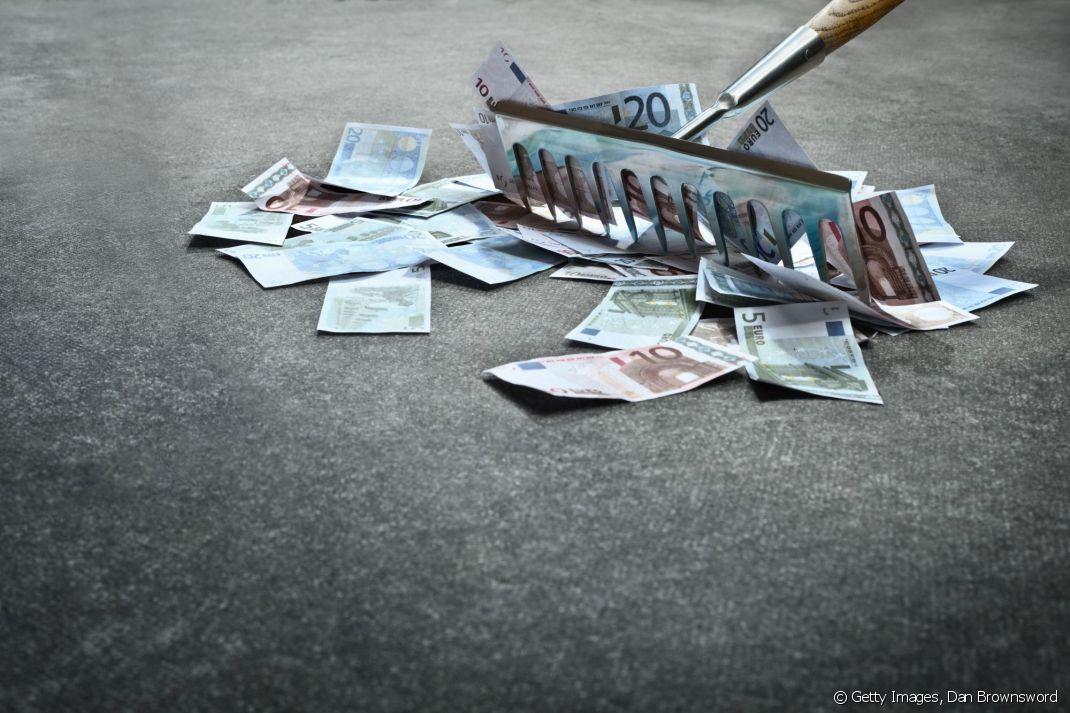 Trop durs à ramasser ? L'abus de dividendes se fait aux détriments du travail et des investissements. Bref, ceux qui ne font rien sont en train de congeler tout futur. Ce n'est plus un taux de rendement c'est un braquage complètement irresponsable.