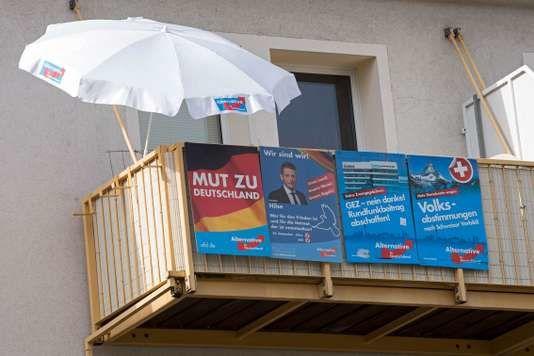 Bien entendu, le phénomène a une dimension économique, même en Allemagne. Tous les Allemands ne roulent pas en BMW en rêvant à leurs prochaines vacances à Majorque. Mais la motivation économique a joué un rôle beaucoup moins important que dans le cas du Brexit ou de l'élection de Donald Trump. Dans un sondage réalisé pour le groupe de diffusion de la télévision publique allemande ARD, 95 % des électeurs de l'AfD évoquaient les menaces « contre la culture et la langue allemandes ». Le tout tellement…fantasmé et rêvassé que les bras en tombent…
