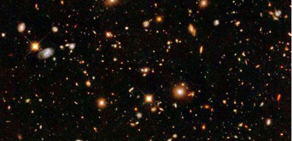 "Les innombrables galaxies de l'univers ne composent qu'une partie de sa matière ""ordinaire""   (NASA/ESA/S. Beckwith(STScI) and The HUDF Team) : 5 % ?"