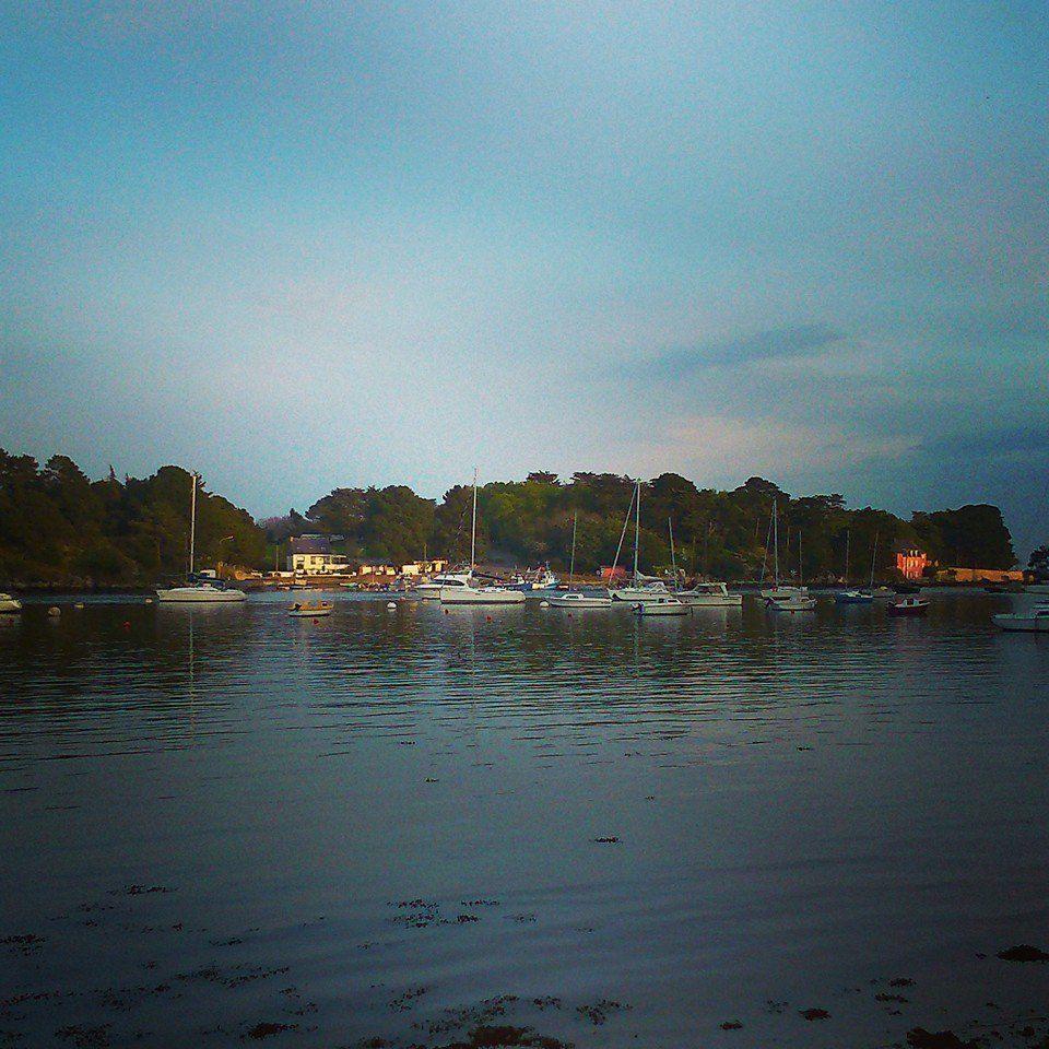 Port Anna et la maison rose dans le Golfe du Morbihan
