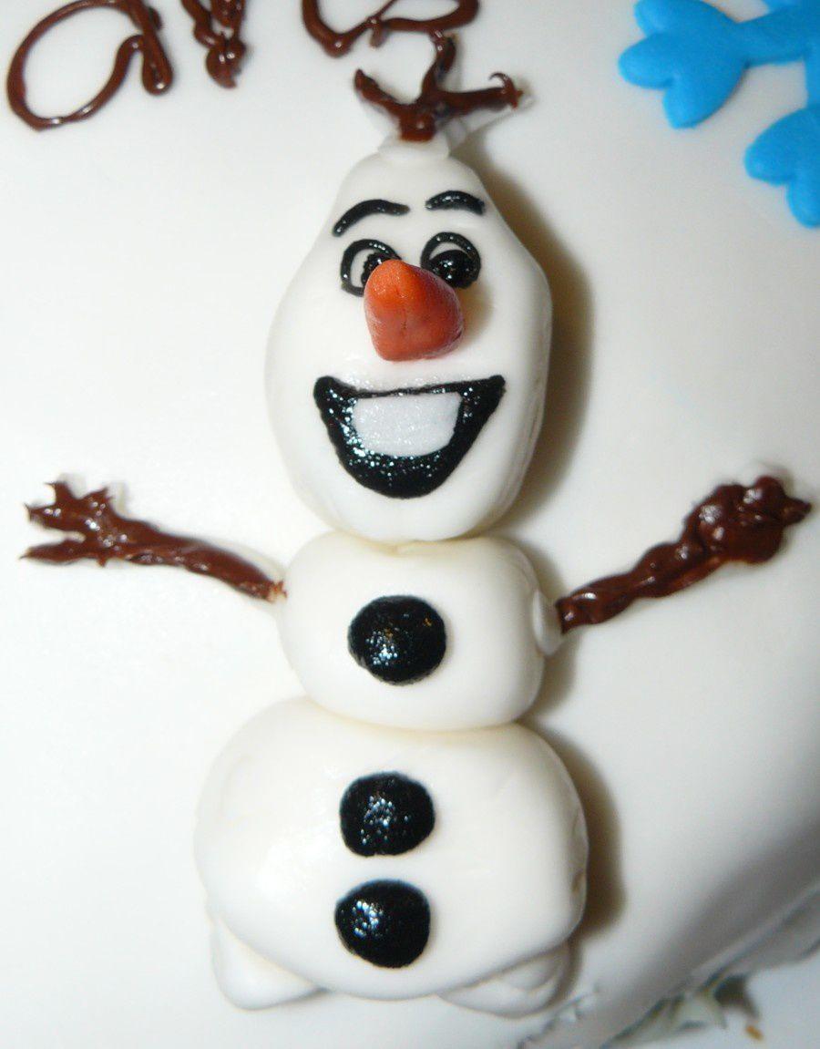 Mon gâteau de bonbons, un gâteau princesse (rien à voir avec Frozen mais c'est une princesse donc tout va bien !), premier essai de disque azyme (bof !), premier essai de modelages de pâte à sucre, pfffffff ..., pas facile le Olaf !