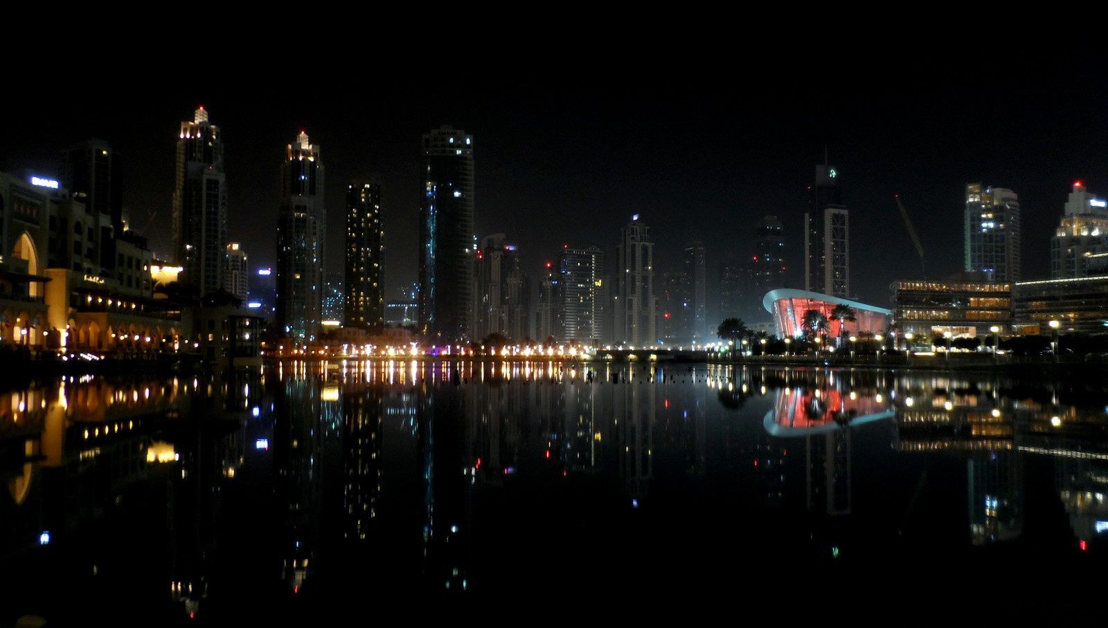 Dubaï by night