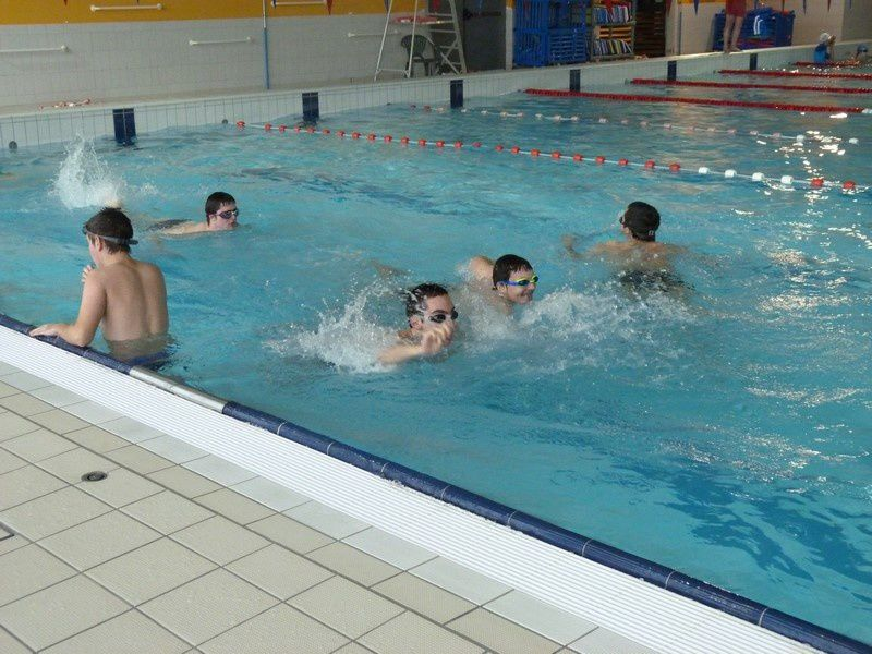 A la piscine les ateliers de l 39 ime la sapini re for Piscine ulis