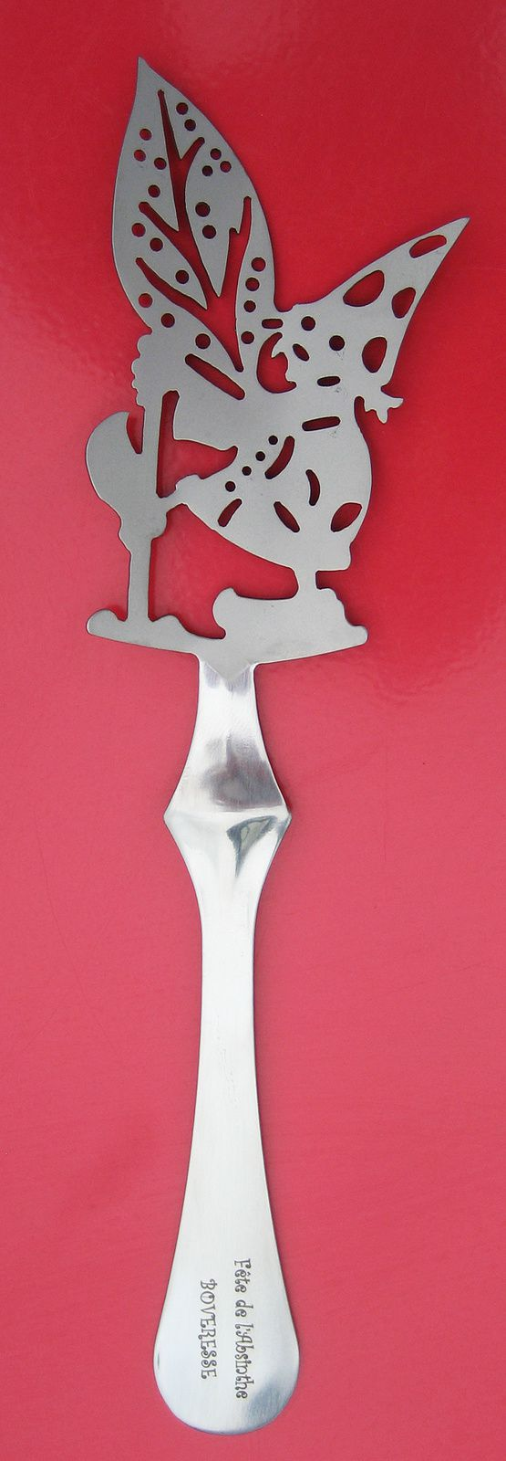 Petite fée portant une plante d'absinthe. Création Jean-Marie Bortolini pour la 6ème Fête de l'Absinthe, 14 juin 2003.