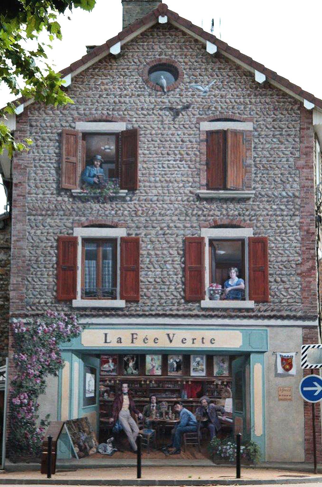 À la fenêtre en haut à gauche, le peintre et décorateur Édouard Vuillard (1868-1940). À la fenêtre de droite, Stéphanie de Virieu, peintre et sculpteur (1785-1873). © photo Jacques Bécaud.
