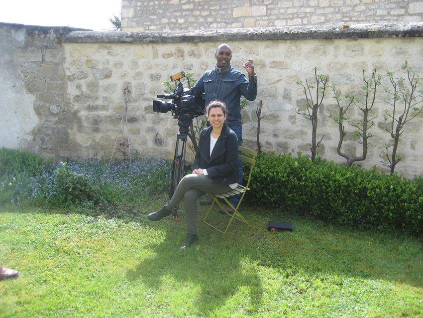 La journaliste Anne-Laure et Christian, cameraman. Photo Delahaye.