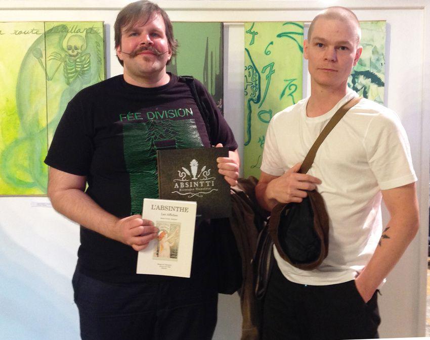 Jyka et Tomi de Finlande avec leur livre. Photo Delahaye.
