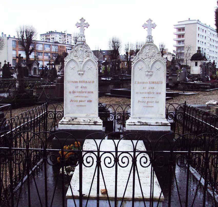 Sépulture familiale en marbre blanc des Rimbaud. Photo Delahaye.