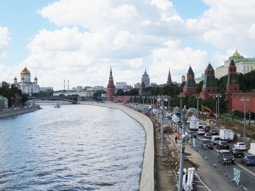 Vue sur le Kremlin et ses murailles. Au fond la cathédrale du Christ-Sauveur. Ph. Delahaye.