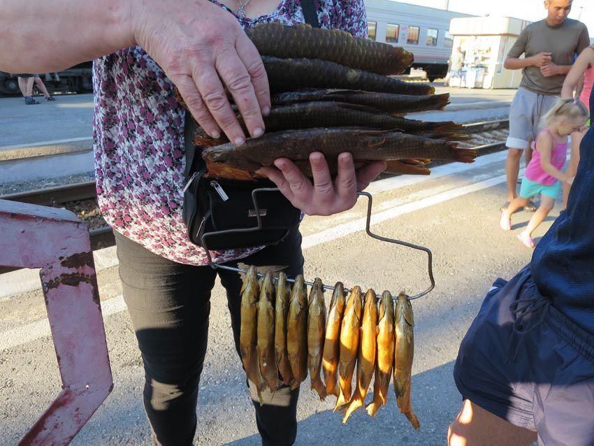 Marchandes de poissons séchés. Ph. Delahaye.