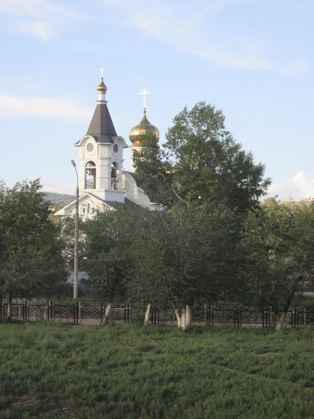 Malgré la présence d'églises orthodoxes, Oulan-Oude est la capitale du bouddhisme tibétain en Russie. Ph. Delahaye.