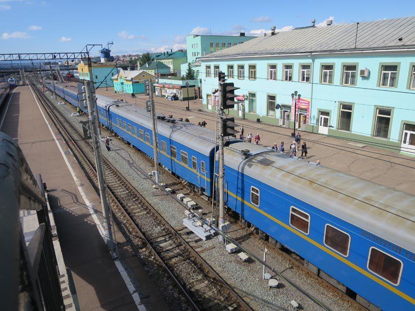 Le Golden Eagle Transsibérien Express avec l'aigle bicéphale emblème des tsars. Ph. Delahaye.