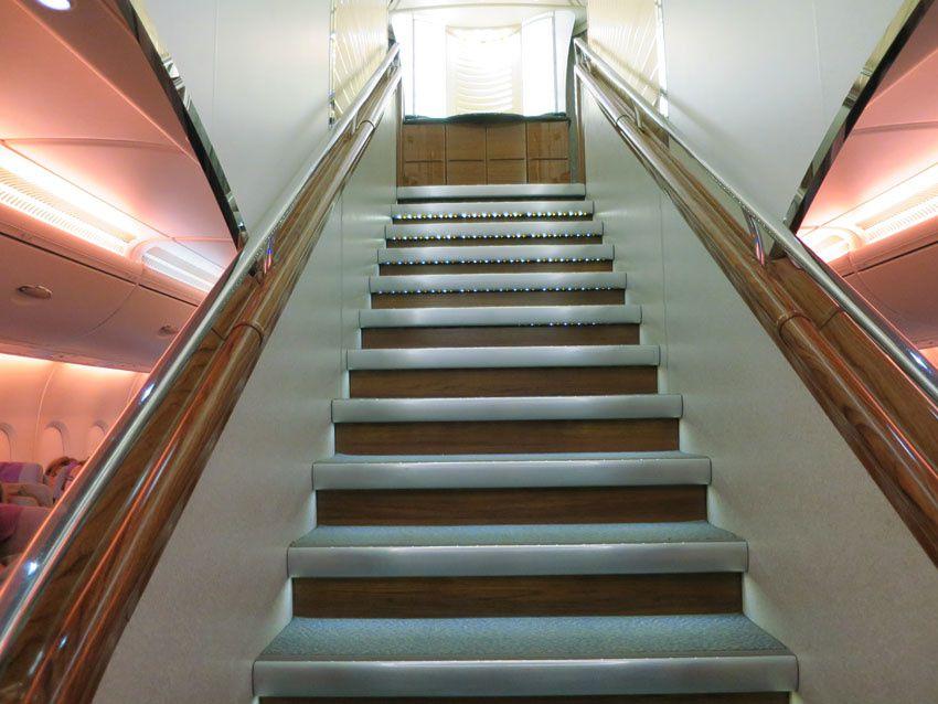 Un escalier monte au pont supérieur réservé aux premières classes. Ph. Delahaye.
