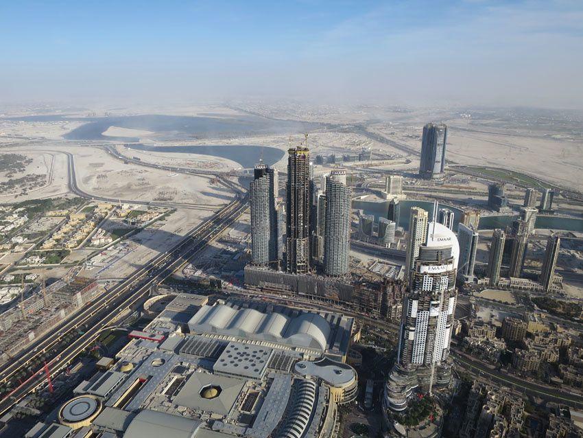 Quelques vues depuis le 124ème étage de la Burj Khalifa. Ph. Delahaye.