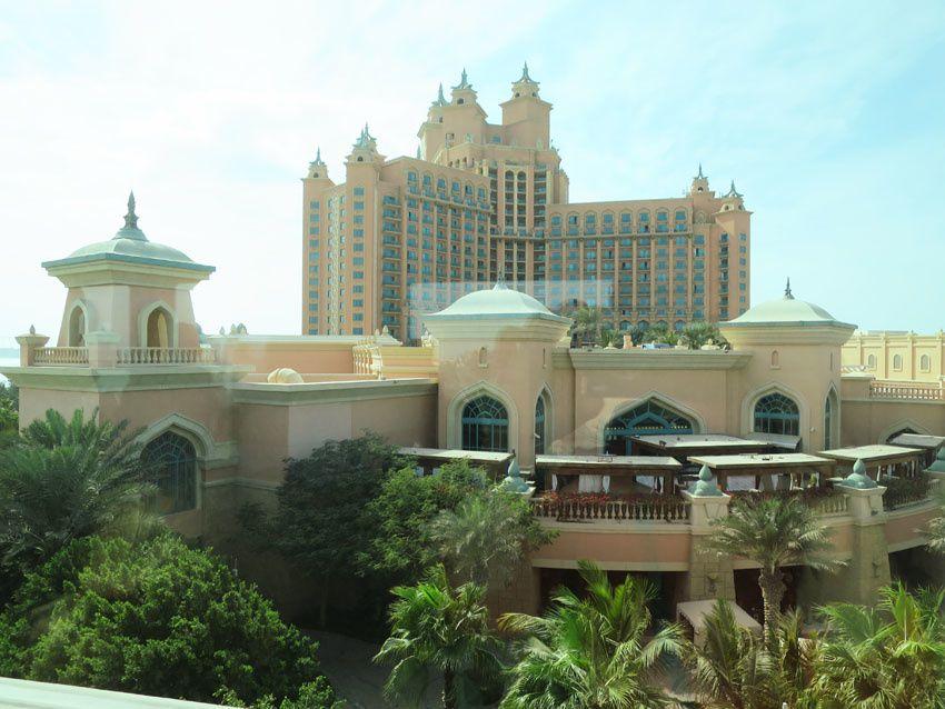 L'hôtel Atlantis vu du monorail. Ph. Delahaye.