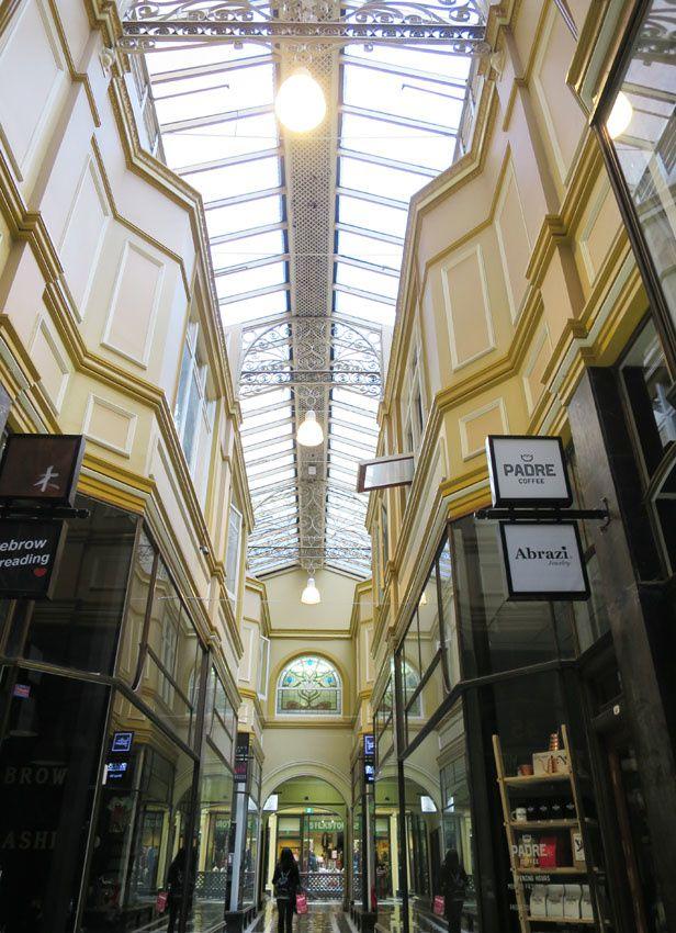 Les Arcades, passages piétonniers. Ph. Delahaye.